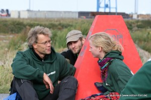 Robin Wood AktivistInnen im Gespräch. (Foto: Claus A. Hock)